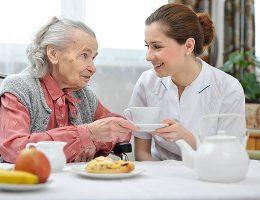 Tìm Người Chăm Sóc Người Già