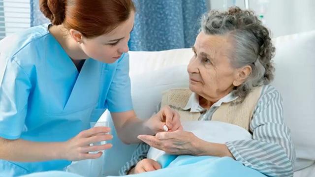 5 lợi ích khi sử dụng dịch vụ chăm sóc người cao tuổi