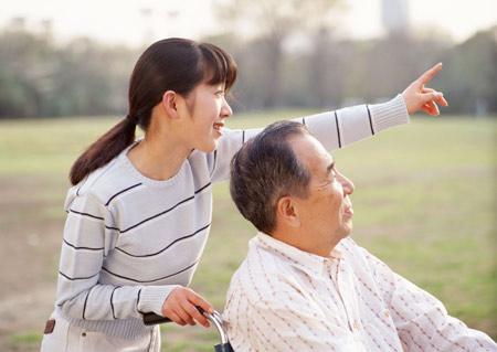những tiêu chí khi sử dụng dịch vụ chăm sóc người cao tuổi