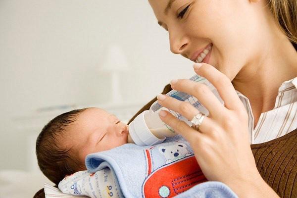 sử dụng dịch vụ chăm sóc trẻ sơ sinh